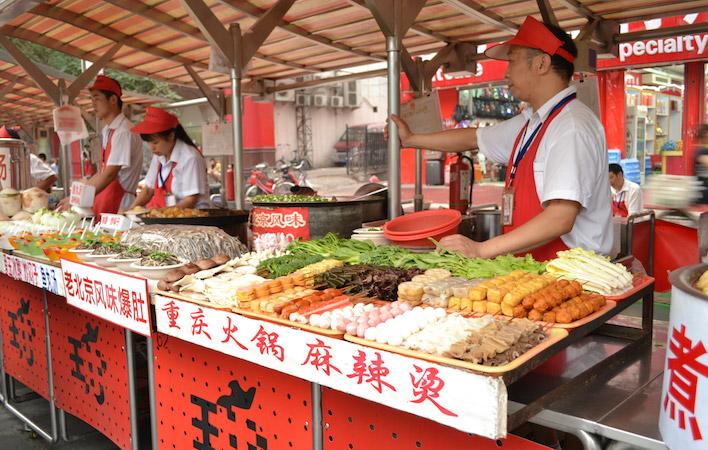 Eten bij de nightmarket in Beijing
