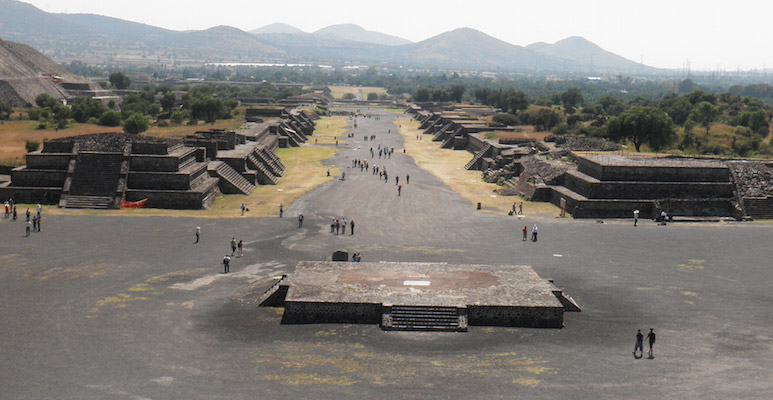 Avenue of dead Teothuacan