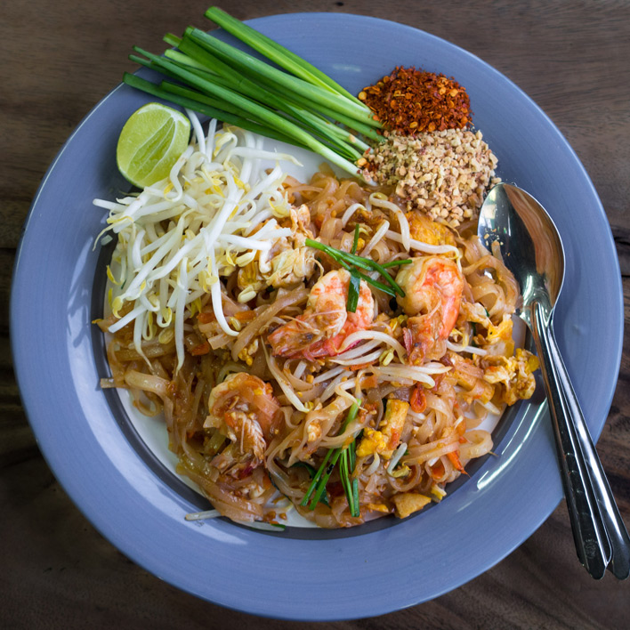 Pad Thai eten in Bangkok
