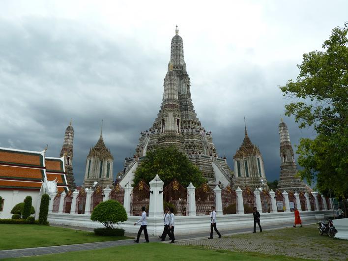 Wat Arun Bangkok sideview